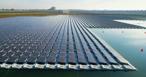 Le solaire flottant, solution aux tensions du foncier