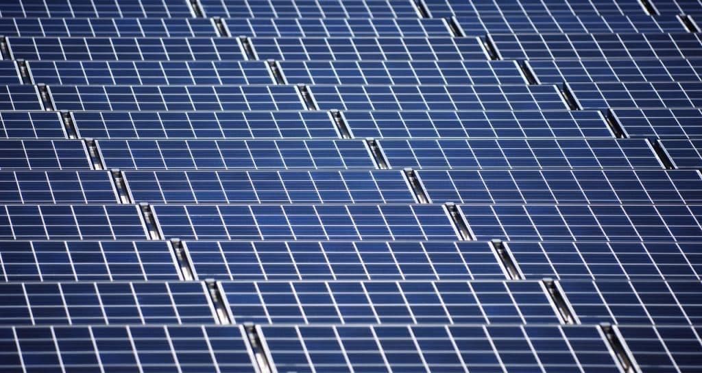 Sonnenenergie auf Ölfeldern – willkommen in Bahrain