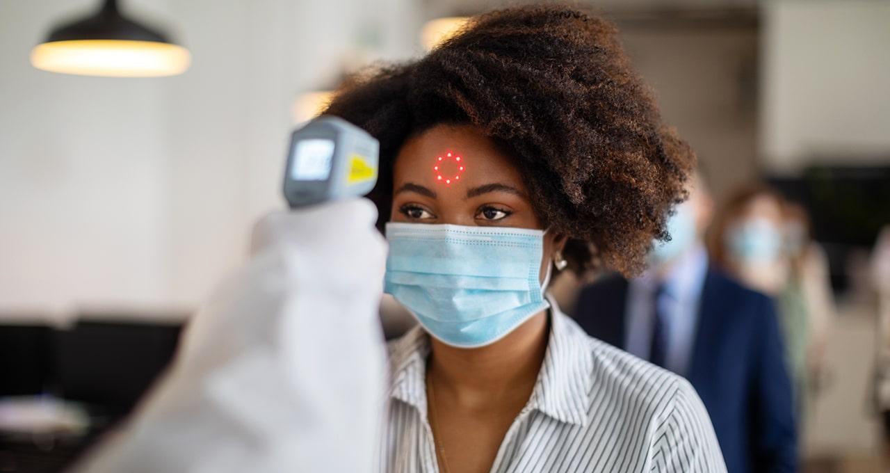 Bereits an der Eingangspforte von Unternehmen Fieber messen: Technik und Hindernisse